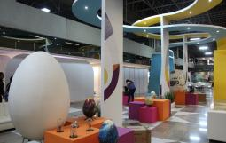 El stand de la Feria Internacional del Huevo sirve a los visitantes como zona de descanso